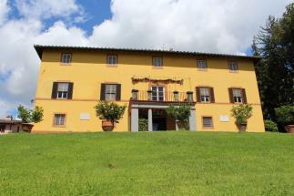 Prestigiosa villa del 700 in vendita tra lucca ed la versilia
