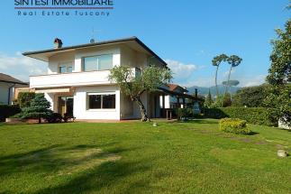 Esclusiva villa in vendita in versilia a Marina di Pietrasanta