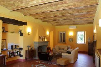 Lussuosa villa settecentesca con piscina e vigneti in vendita in Toscana a Siena vero affare !