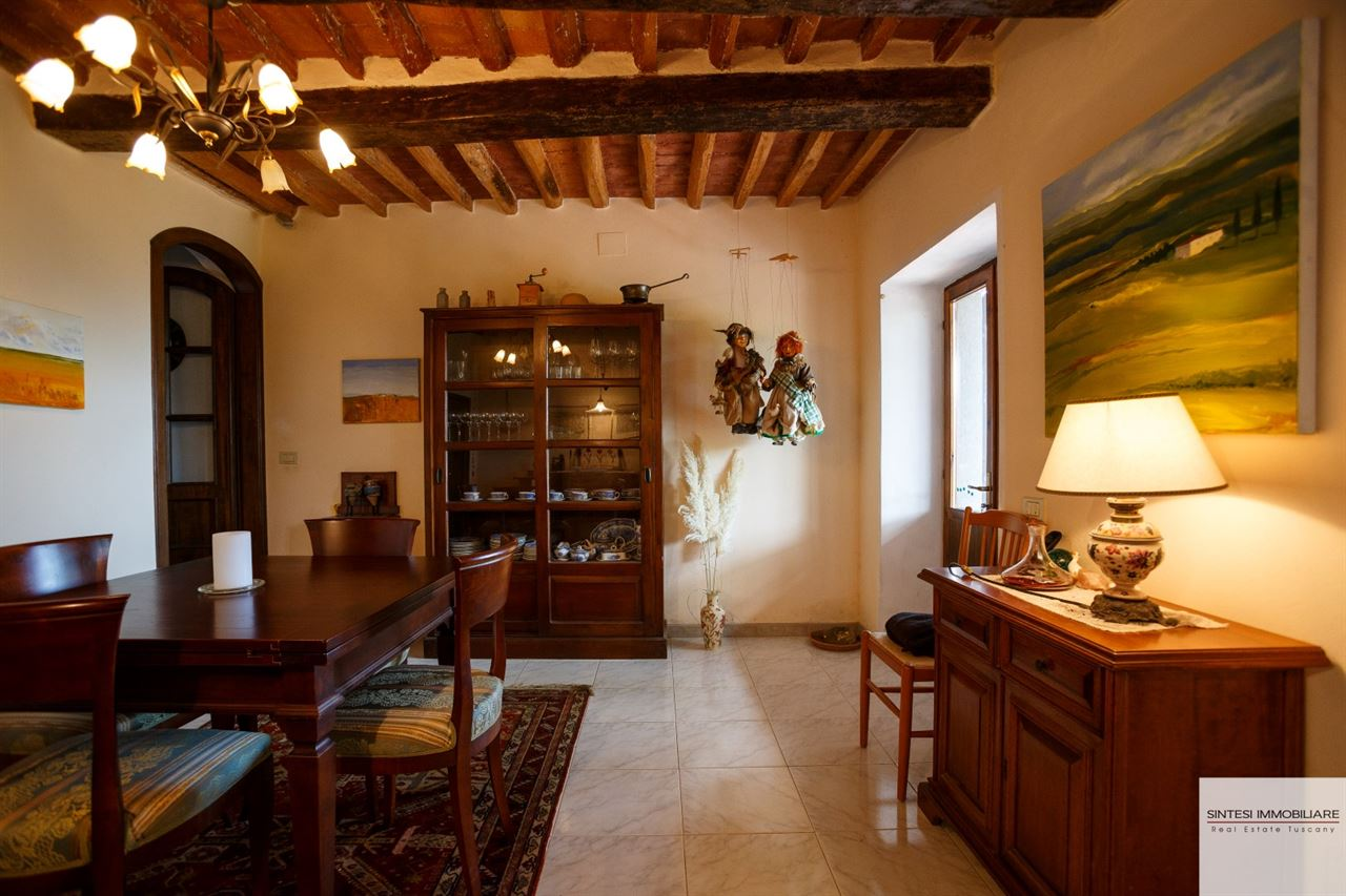 Sale real estate cottages and farmhouses stone farmhouse for Casa di campagna arredamento