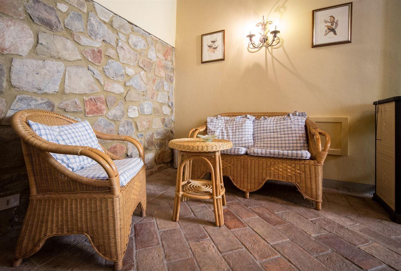 Interni Rustici Ristrutturati : Vendita immobili rustici e casali autentico fienile ottocentesco