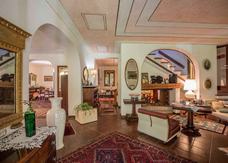 Vendita immobili case al mare prestigiosa villa in for Cabinati di lusso in vendita