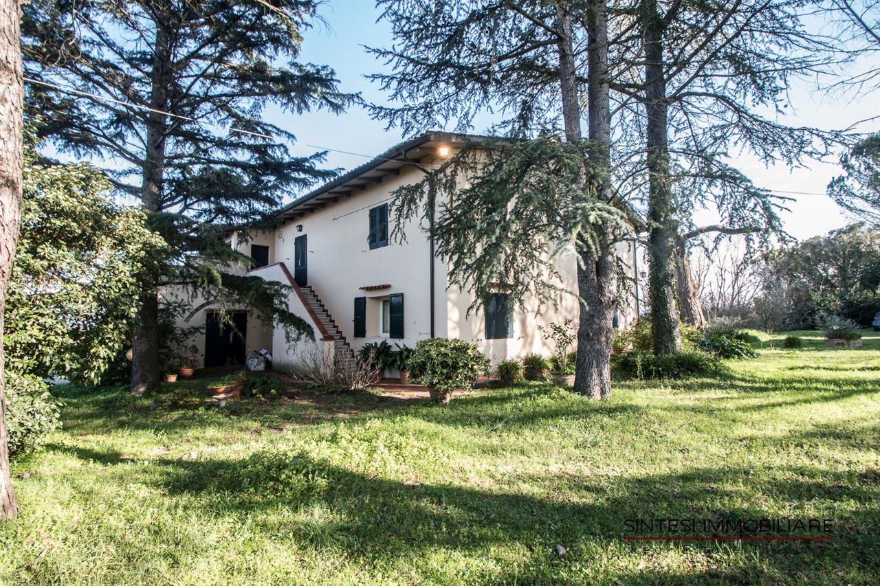 Vendita immobili rustici e casali esclusiva villa di campagna in vendita in toscana lari la - Casale in toscana ...
