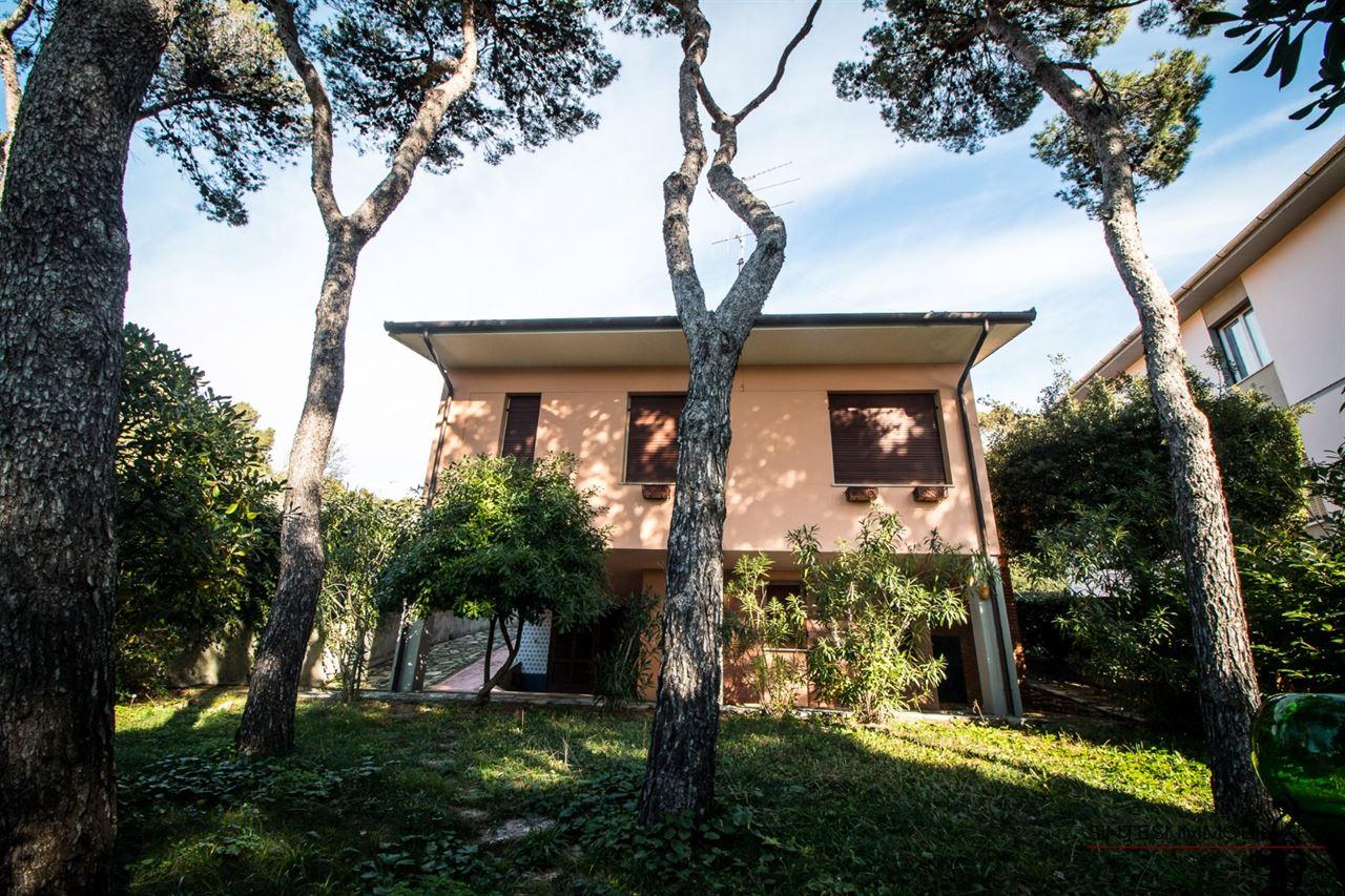 Vendita immobili case al mare prestigiosa villa indipendente in vendita in toscana - Case vendita livorno con giardino ...