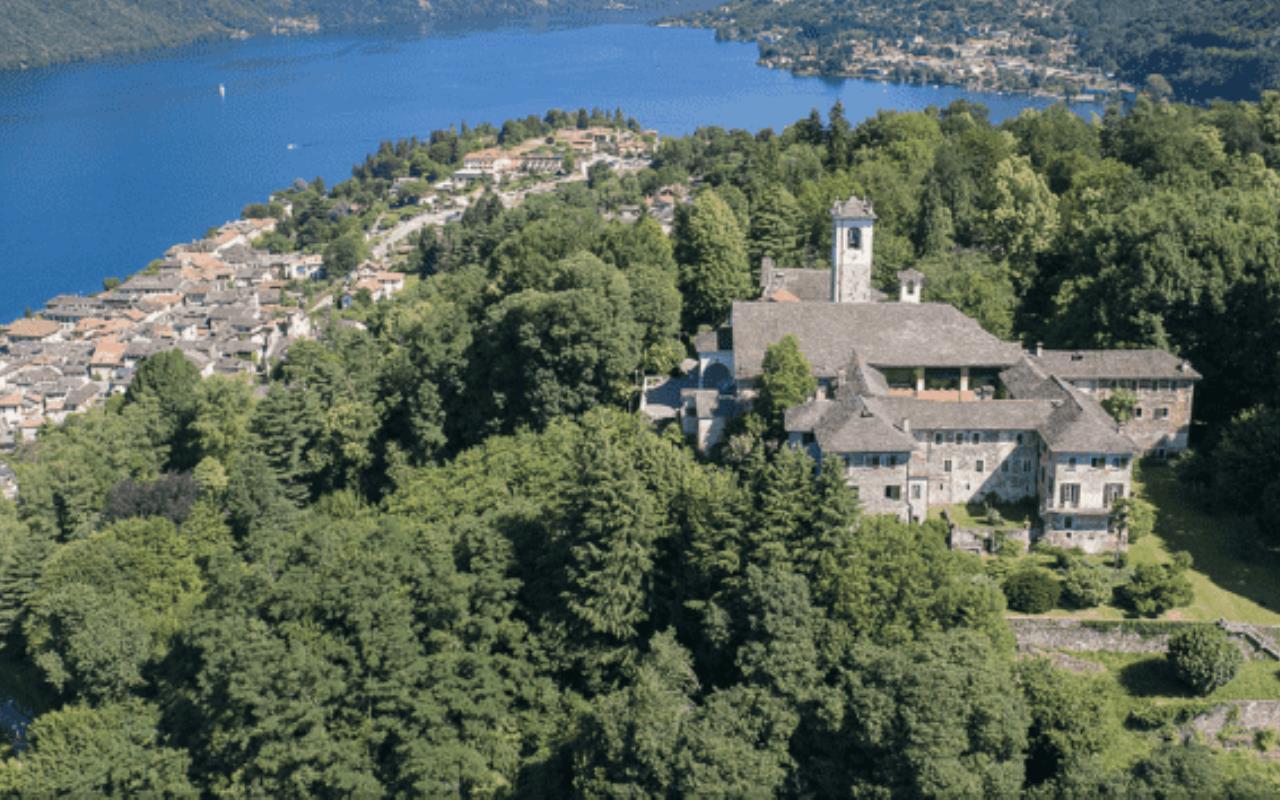 Dimora d'epoca ex monastero seicentesco coup de foudre in vendita in Piemonte sul Lago d'Orta