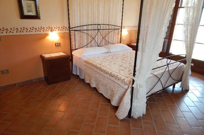 spaziosa camera in stile toscano