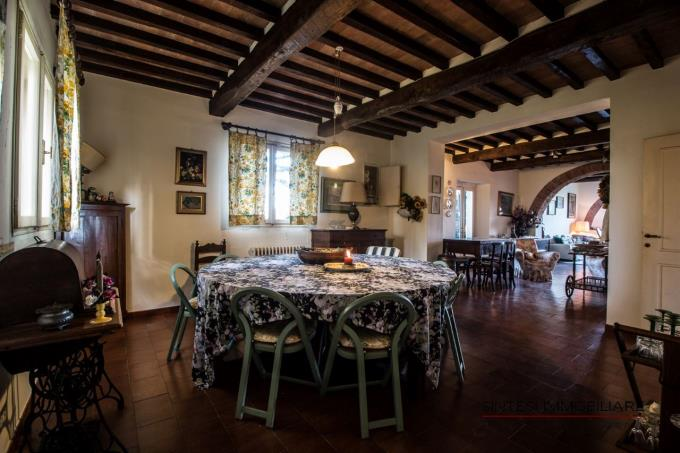 soggiorno-bellissima-residenza-di-campagna-in-vendita-toscana-pisa-lari