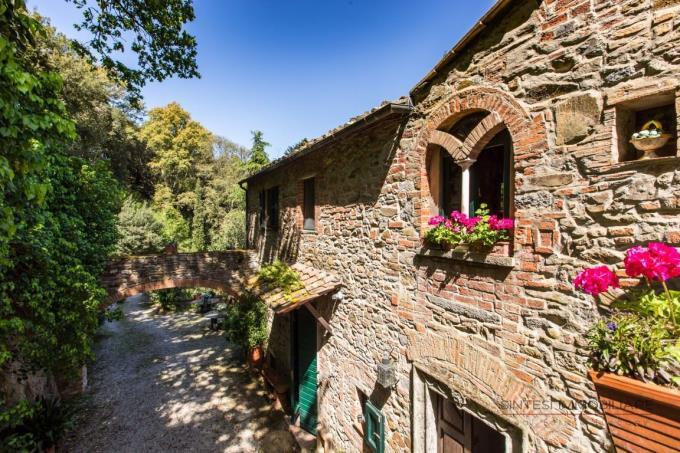 fine-18th-stonehouse-sale-tuscany-maremma.jpg