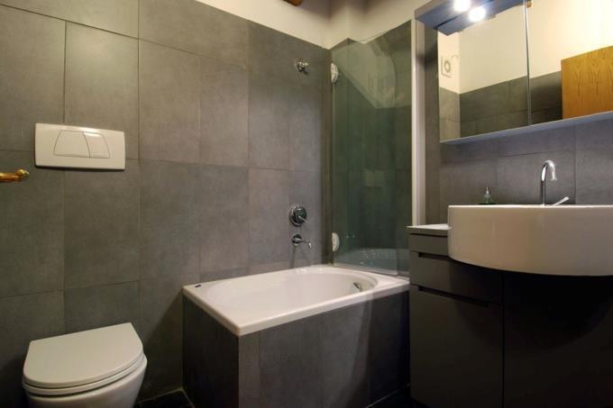 raffinato-bagno-moderno-proprieta-vendita-toscana-siena