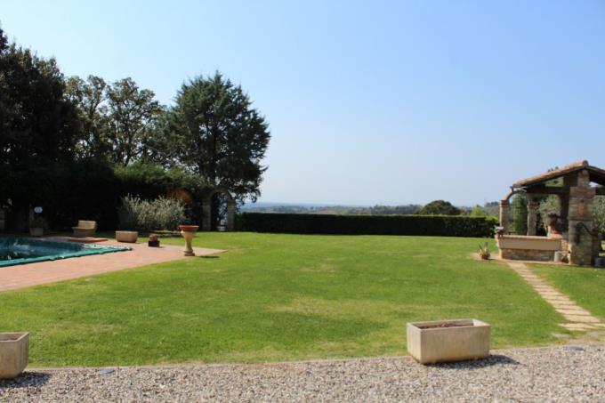 giardino2-villa-esclusiva-vendita-toscana-montescudaio.JPG