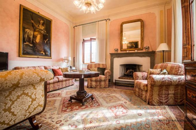 salone-con-affreschi-originali-villa-di-prestigio-in-vendita-toscana-tra-pisa-e-volterra