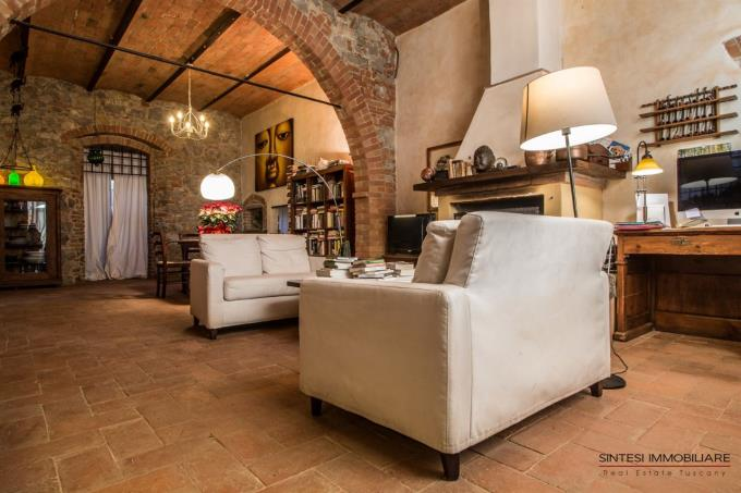 living-of-restored-semidetached-farmhouse-for-sale-tuscany-scansano