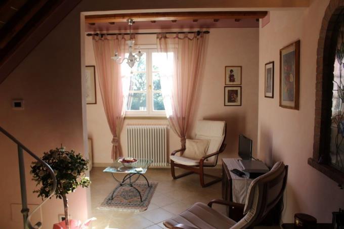 salotto-lussuosa-villa-vendita-montescudaio-toscana.JPG