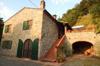 Prestigioso casale in vendita in Toscana a Pomarance Pisa il felceto