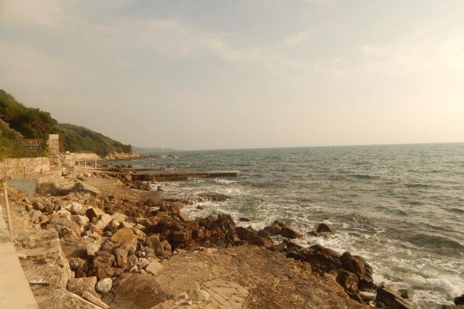 la costa vicino alla villa