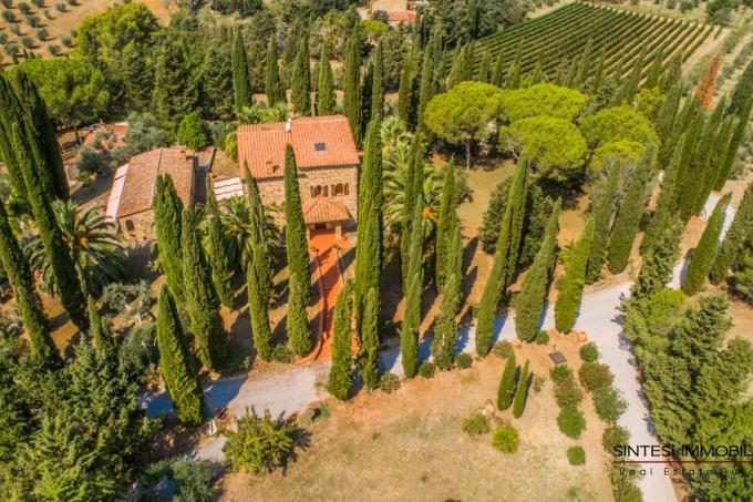 Prestigiosa-tenuta-con-4-casali-piscina-vista-mare-in-vendita-toscana-livorno-suvereto