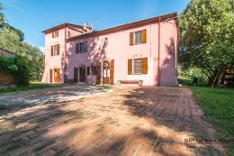 Aristocratic villa with pool and guesthouse close to sea for sale Tuscany | Pisa | Fauglia