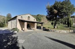 Esclusivo casale in pietra ristrutturato in vendita in con 3 camere e 4 bagni vicino Suvereto