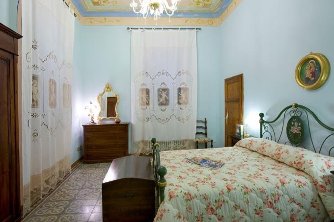 camera con affreschi e bagno ensuite al 1 piano