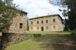 Tenuta 135 ettari con villa d'epoca e due casali  in vendita Toscana | Campagna Volterra