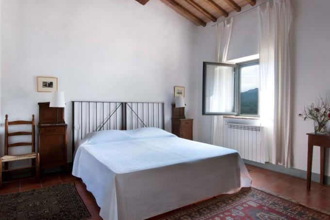 romantica-camera-del-casale-vendita-toscana-siena