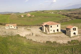Borgo con spa e piscina parzialmente ristrutturato in vendita toscana campagna di volterra