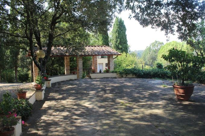 ampia-terrazza-casale-ristrutturato-con-piscina-in-vendita-toscana-pisa-palaia
