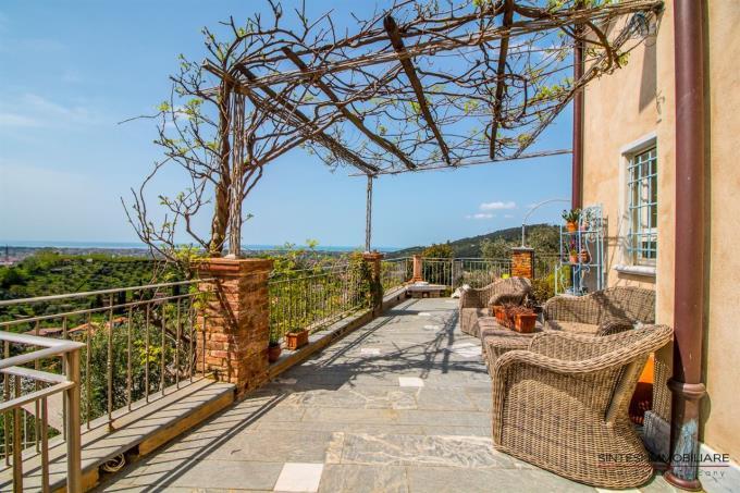 ampia-terrazza-con-vista-mare-fino-alle-5-terre-casale-in-vendita-versilia-pietrasanta