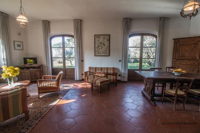 ampie-vetrate-del-salone-villa-di-prestigio-in-vendita-toscana-pisa-montescudaio