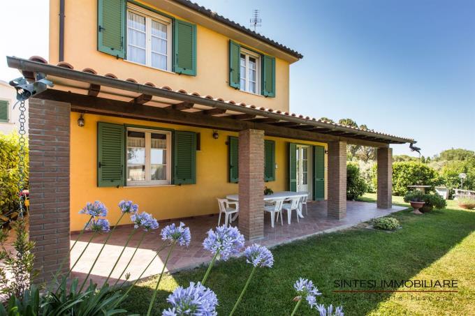ampio-porticato-villa-vendita-sul-mare-toscana-cecina-marina