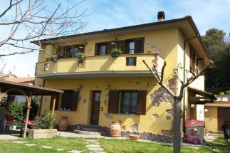Prestigioso casale in vendita sul mare Quercianella| Livorno| Toscana