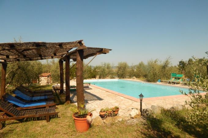 area-piscina-prestigioso-rustico-in-vendita-toscana-pisa-santaluce