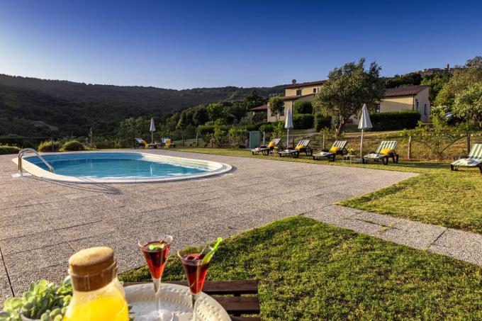 area-piscina-villa-di-prestigio-con-6-camere-toscana-livorno-suvereto