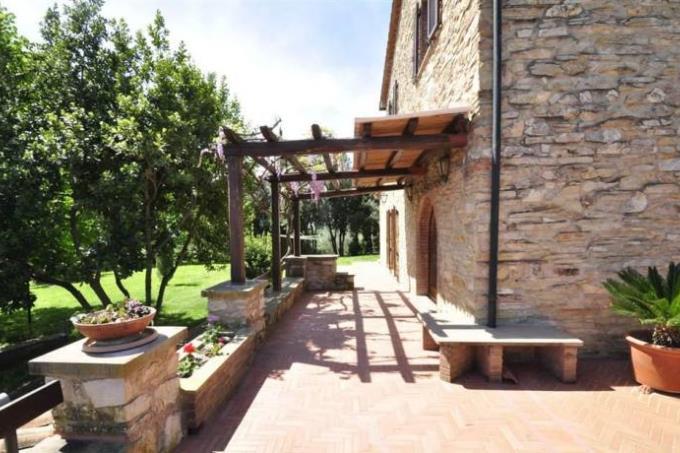 terrazza-prestigioso-casale-con-vista-mare-con-piscina-in-vendita-toscana-costa-livorno-suvereto