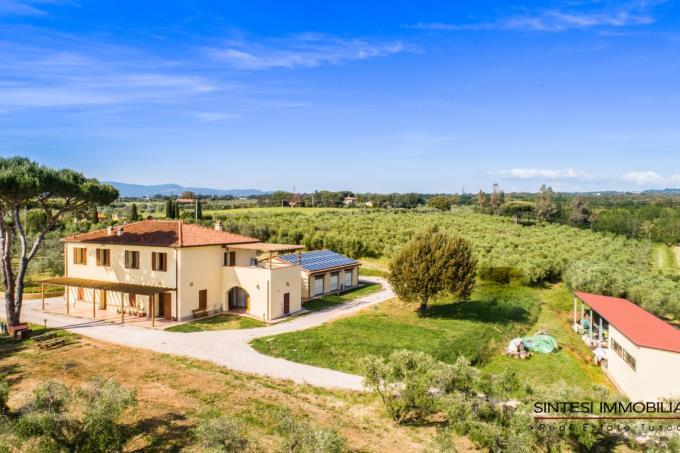 autentica-fattoria-con-vigneti-olivi-in-vendita-vicino-mare-toscana-livorno-bolgheri
