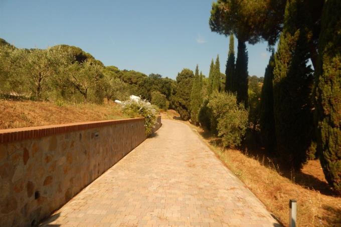 viale-d'ingresso-esclusiva-villa-mare-toscana-isola-d'elba