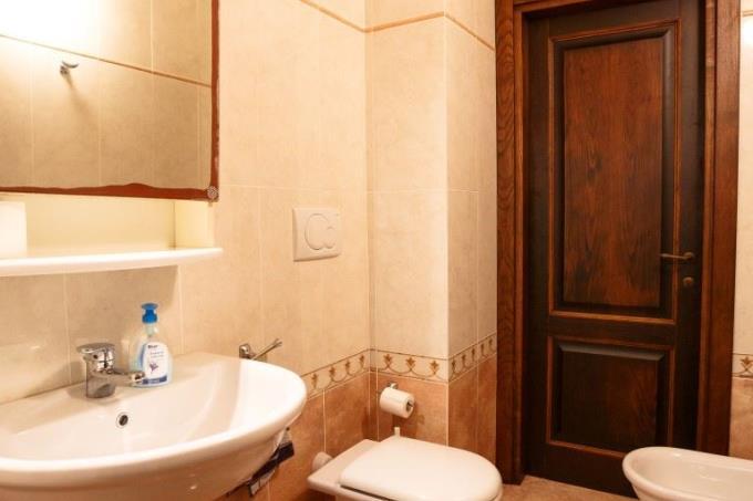 bagno-abitazione-tipica-in-vendita-toscana-pisa-volterra