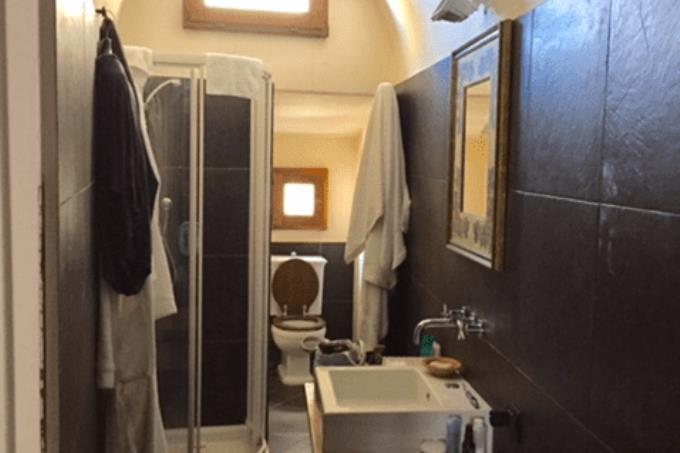 bagno-attico-con-vista-piazza-dei-priori-in-vendita-toscana-pisa-volterra