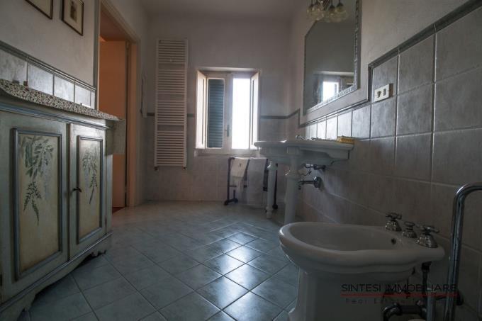 bagno-principale-villa-di-prestigio-in-vendita-toscana-pisa-lari
