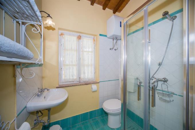 bagno-rustico-casale-in-pietra-in-vendita-toscana-pisa-chianni