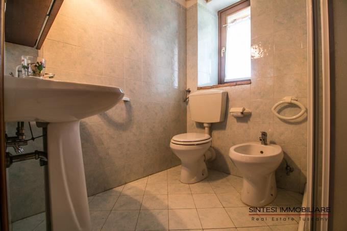 bagno-rustico-ristrutturato-vicino-al-mare-in-vendita-toscana-pista-santa-luce