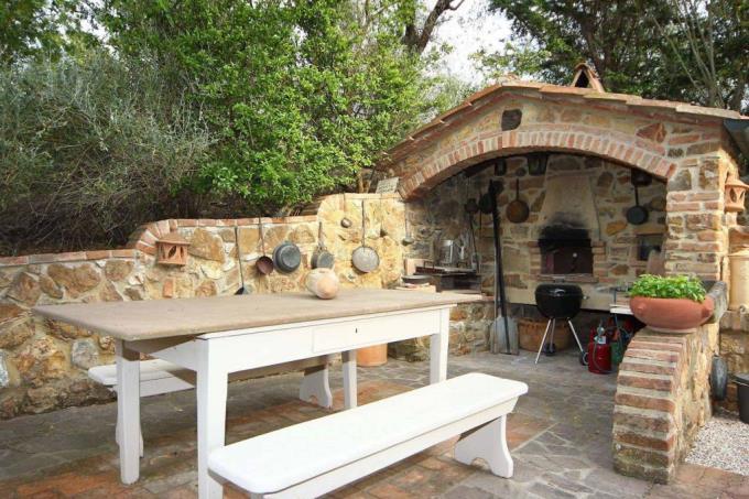 barbecue-prestigioso-rustico-casale-ristrutturato-in-vendita-toscana-maremma-suvereto