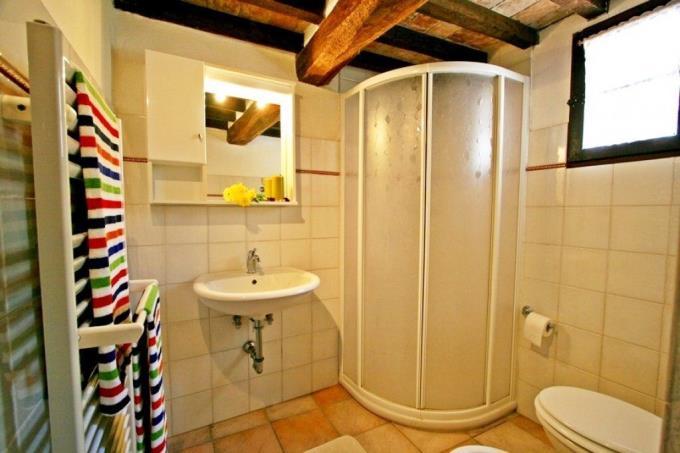 bagno-tenuta-di-prestigio-con-2-rustici-casali-piscina-in-vendita-toscana-pisa-volterra
