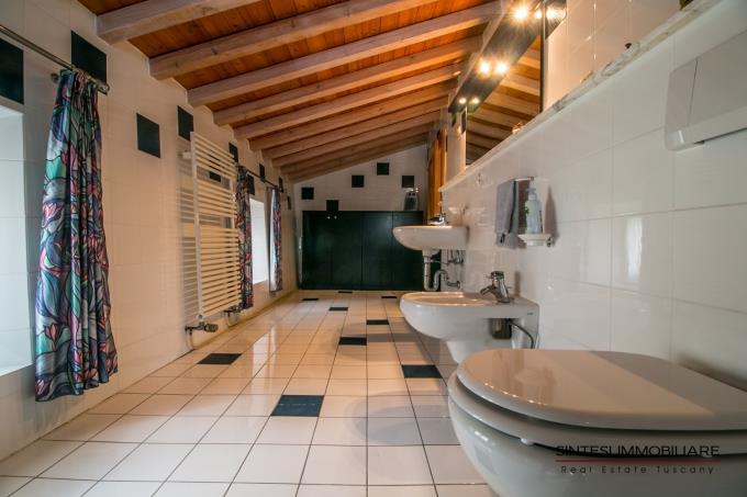 borgo-ottocentesco-con-due-casali-oliveta-bio-in-vendita-toscana-siena-radicondoli