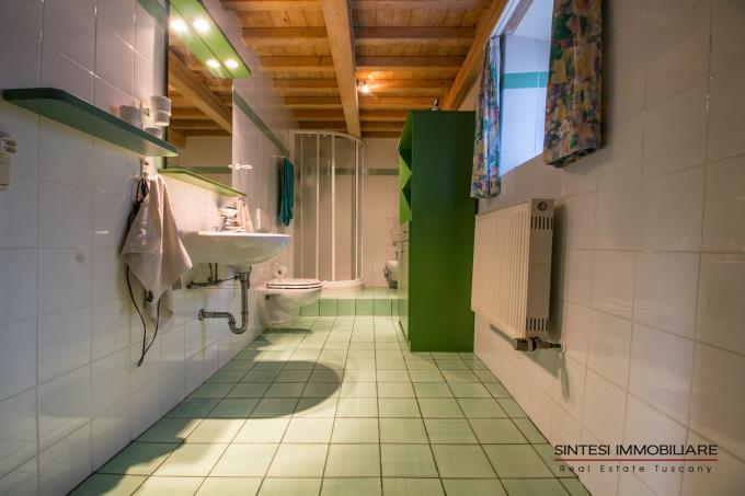 bagno-tenuta-con-2-casali-panoramici-toscana-siena-radicondoli