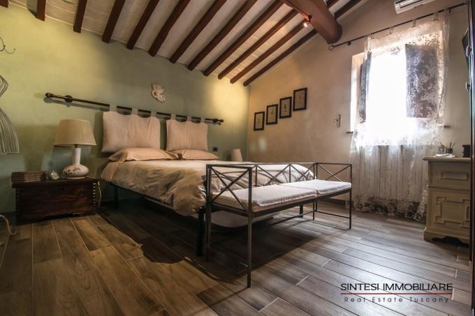 camera-padronale-casale-in-pietra-ristrutturato-vendita-toscana-costa-livorno-suvereto