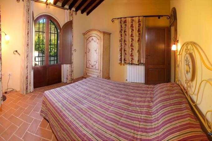 bed-of-charming-farmhouse--for-sale-tuscany-close-castagneto-carducci.JPG
