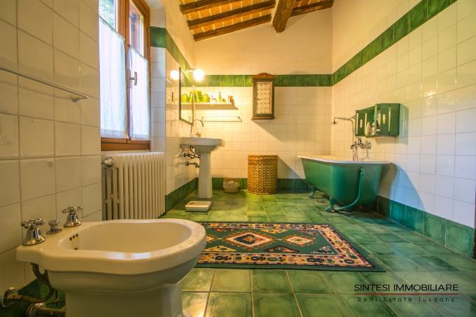 bagno-aristocratica-villa-con-piscina-in-vendita-toscana-pisa-fauglia