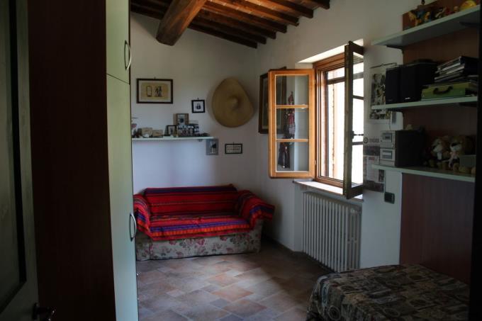 camera-bellissimo-casale-ristrutturato-in-vendita-toscana-vicino-volterra