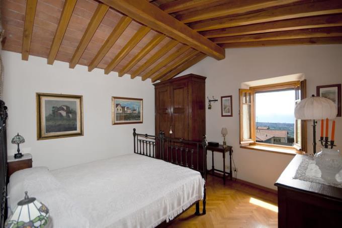 camera-con-bellissima-vista-mare-villa-in-vendita-toscana-lucca-pietrasanta